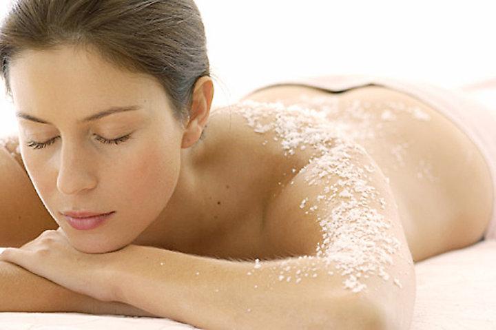 Lưu ý khi tẩy da chết trước khi tắm trắng