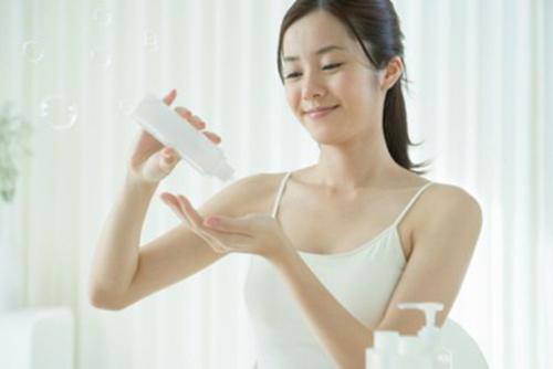 Cách sử dụng kem trắng da trang điểm toàn thân Silky Veil
