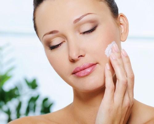 Cách sử dụng kem dưỡng trắng da mặt Brightening Ampoule