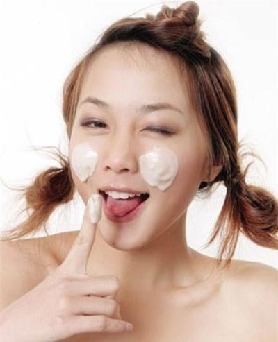 Sai lầm sử dụng kem trắng da toàn thân quá liều lượng