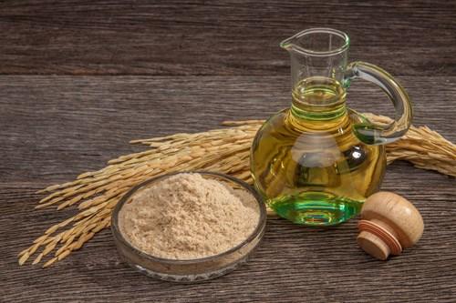 Tinh dầu gạo là thành phần tốt trong kem trắng da
